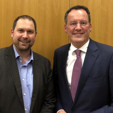 Johannes Klomann und Michael Ebling nach der Bekanntgabe des Wahlergebnisses zur Ortsvorsteher-Nominierung von Johannes Klomann.